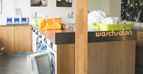 A simple, consumer-oriented way of settling charges in a laundry.
